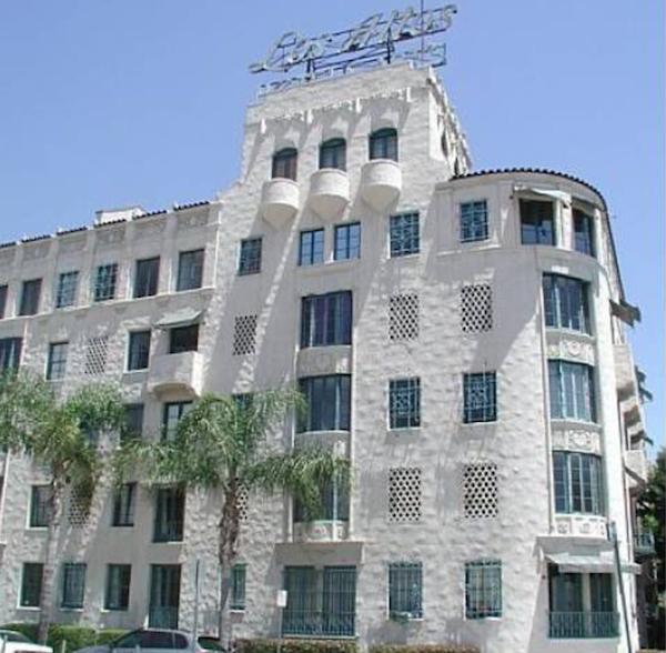 exterior Los Altos apartments